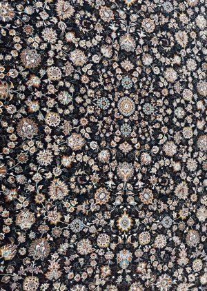 زمینه فرش طرح افشان زمینه سرمه ای بزرگمهر کاشان کد 7504