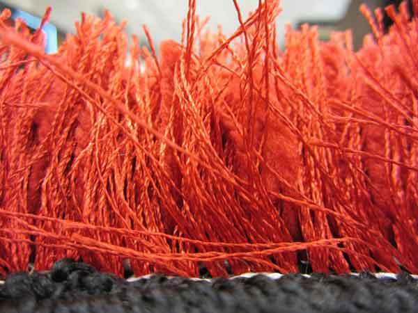 پرزهای بلند قرمز فرش شگی
